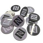 12x NFC Autocollant de PVC rigide, 25mm de diamètre, disque, gris blanc Noir Label Tag, NXP Tagify Ntag213Puce–Véritable Puce développé par NXP Semiconductors, 144octets de mémoire, Mot de passe de vérification protection, lecture/écriture/verrouill image 1 produit